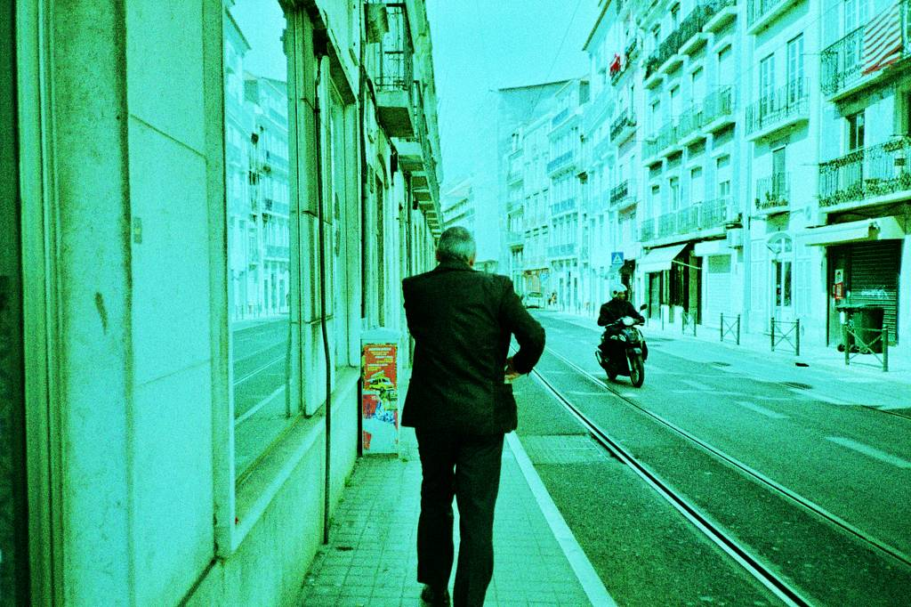 Emina Ibrahimović: In the streets of Lisbon with the Lomography X-Pro 200