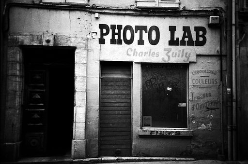 Lomography Needs a Lab Operator!