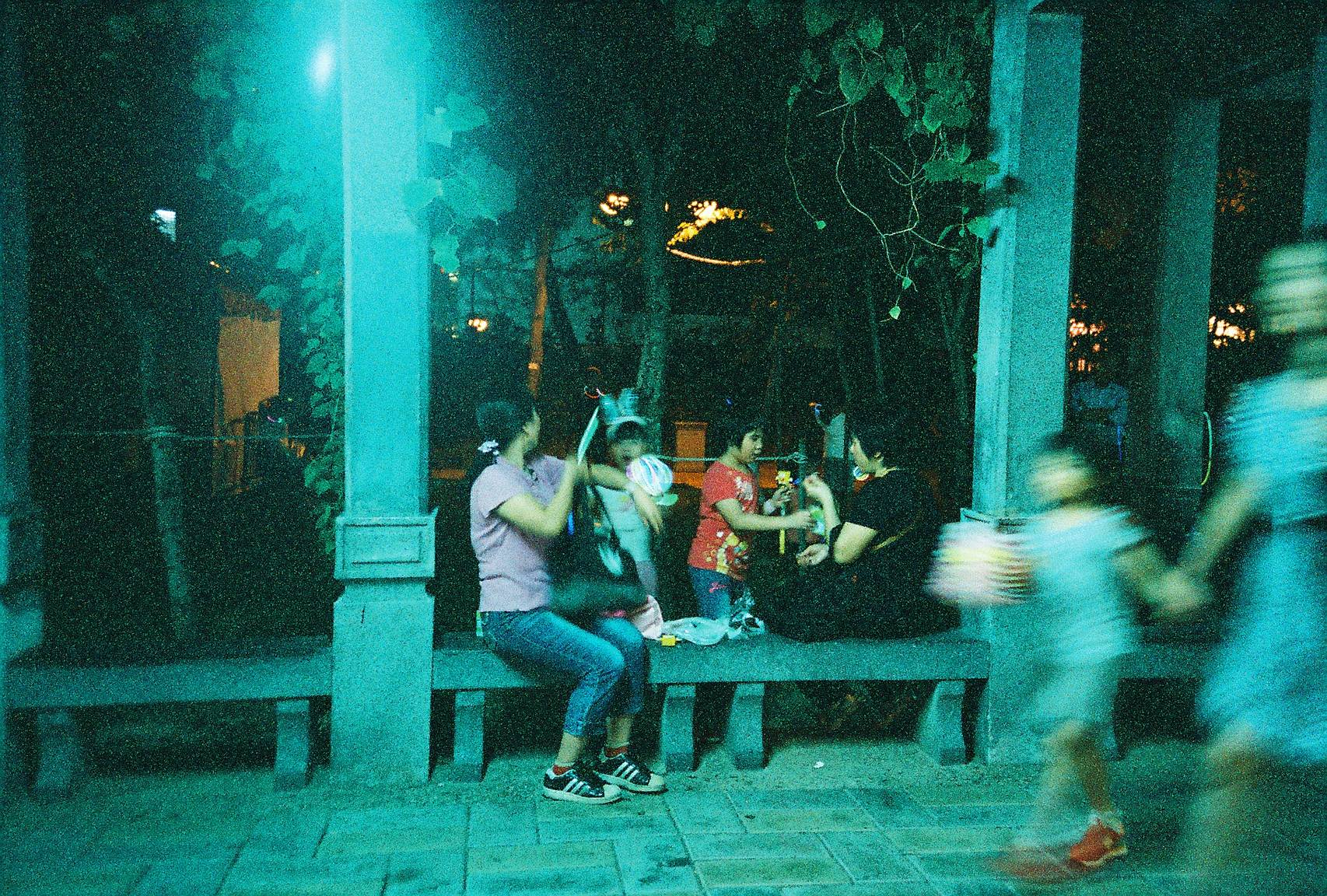 Mid Autumn Festival that Changes with Time · Lomography