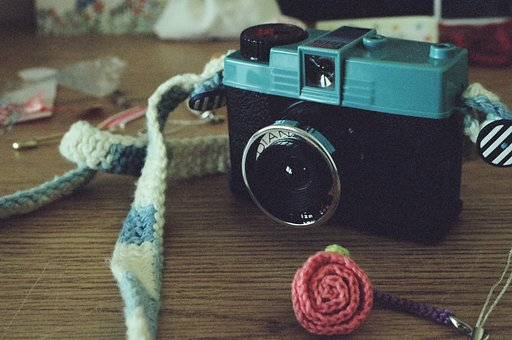The Lomograpy Hipshot Showdown: To the Darling Diana Mini