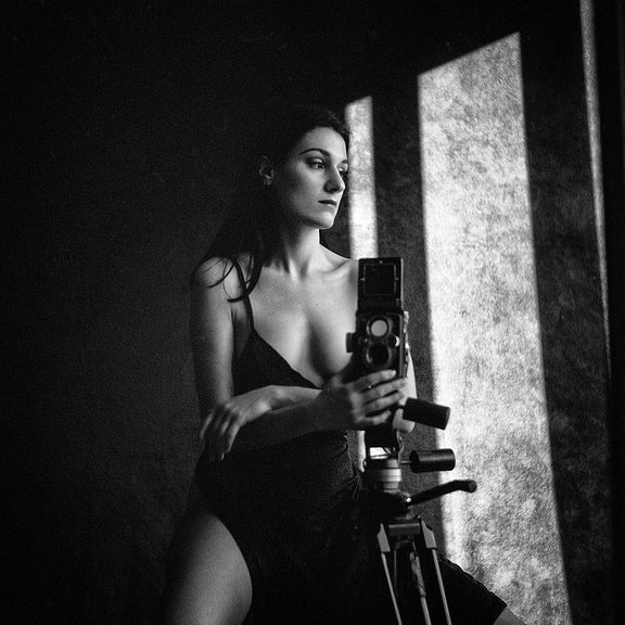 Timeless and Elegant Portraiture with Lomography B&W Kino films by Angélique Boissière