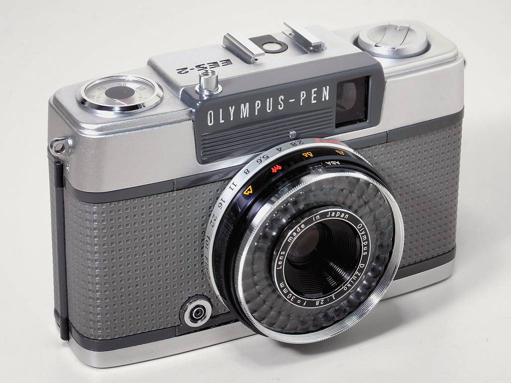 Olympus Pen EES-2: A Camera Lost in the Shadow of Greatness