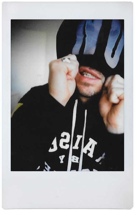 The Bloody Beetroots e la Lomo'Instant Automat Glass: un amore punk
