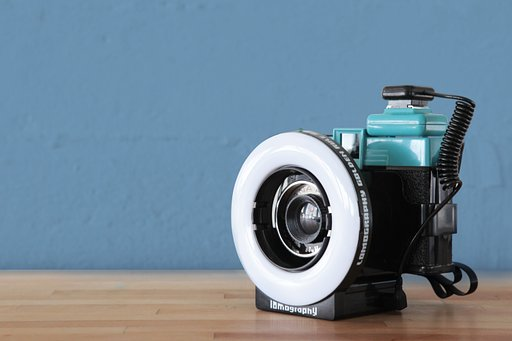 Capture Intriguing Psychedelic Special Effects with the Lomography Ringflash!