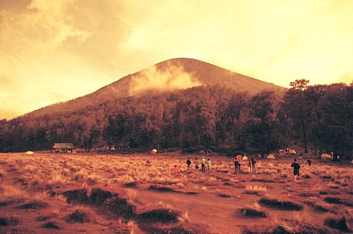 Summer Hot Spots: The Beauty of Mount Semeru