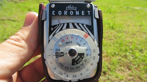 How to Use A Vintage Light Meter