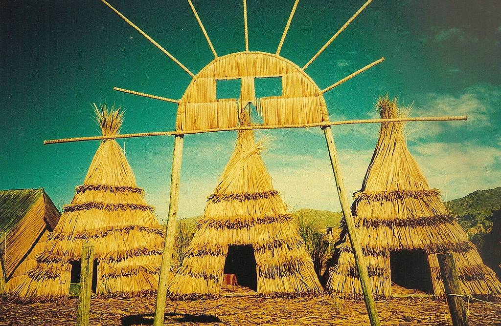 Los Uros, Kamisaraki – People from the Lake Titicaca