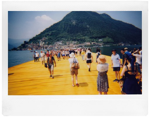 Il  Floating Piers di Christo immortalato dalla Lomo'Instant Wide