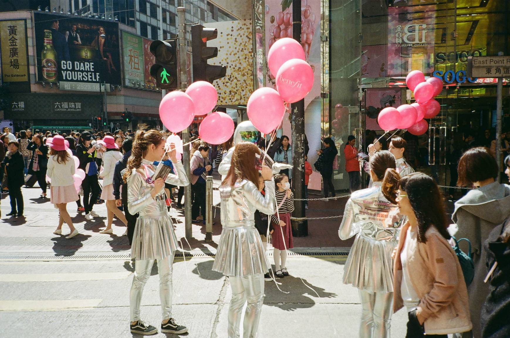 Around the World in Analogue: Hong Kong · Lomography