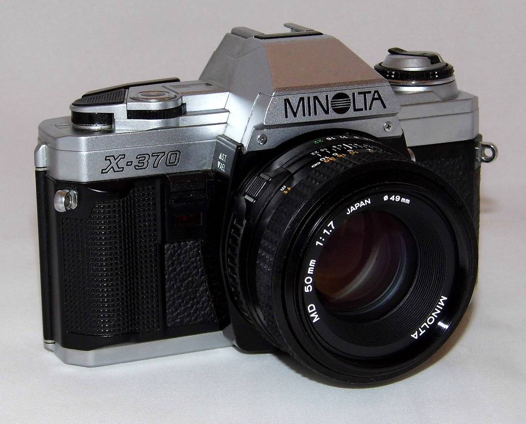 Minolta X-370: Great for the Novice and the Pro