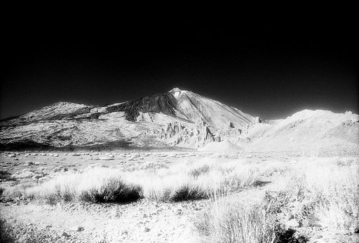Feathered and Diaphanous Exposures with the Efke IR820