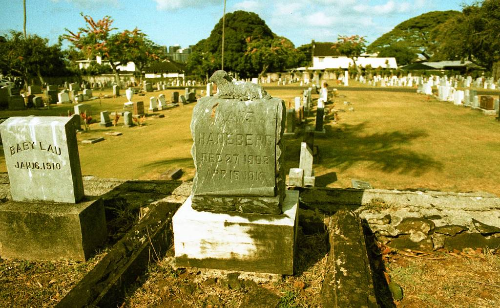 Oahu Cemetery: A Trip into the Past