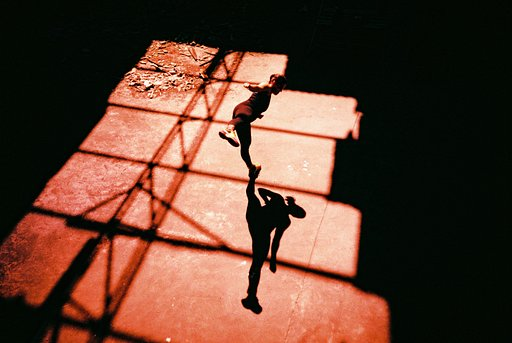 Roberto Fiuza: A Routine of Colors and Shadows with the Classic LC-A
