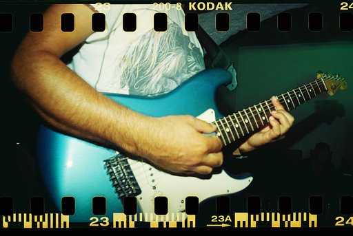 LomoAmigos: The Ting Tings、Sprocket Rocketで撮る。