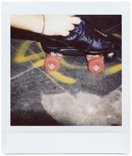 Paris RollerGirls: First Impressions of the Lomo Instant Square