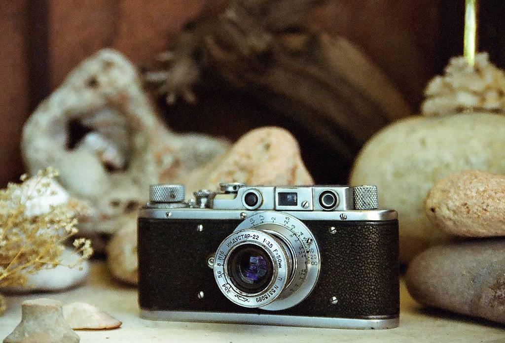 Cameras in Depth: Handling a Rangefinder Camera