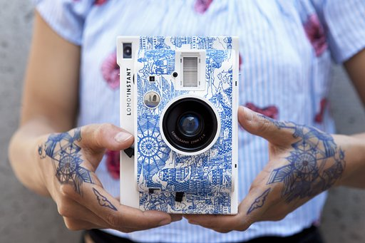 Spark the passion for exploration  with the Lomo'Instant Explorer!