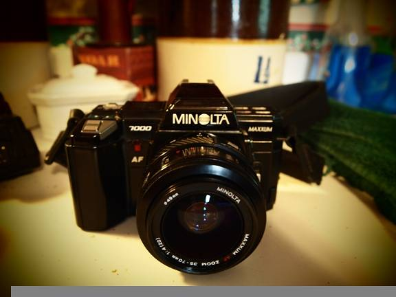 Back to the 80's with the Minolta Maxxum 7000!