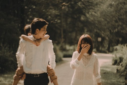 Whimsical Bonds with the Petzval 85 and Singapore Photographer Jen Pan
