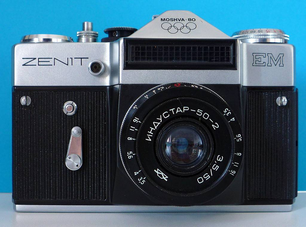 Zenit EM with Industar 50-2: A Small Lens for an Urban Adventure!