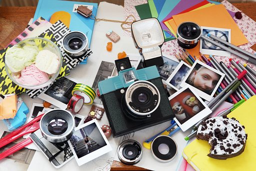 Explore the World of Dreamy Diana Photography with the Diana Instant Square Deluxe Kit!