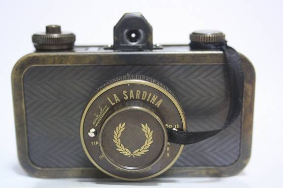 Tips from the Workshop: Quick and Easy La Sardina Lens Cap Security Cord