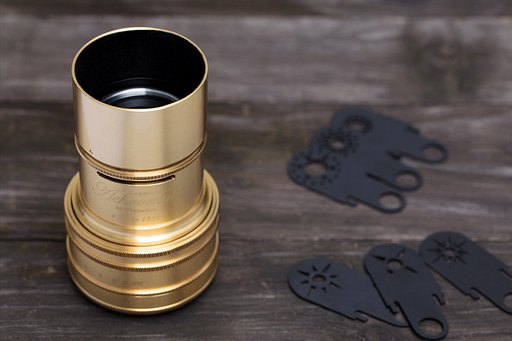 Grab the Daguerreotype Achromat 2.9/64 Art Lens Brass and start draping the world in dreamy soft focus!