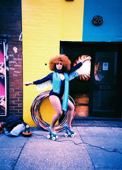 LomoAmigo Marawa The Amazing Spins 102 Hula Hoops While Shooting the LC-A+!