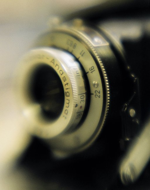 Lomo In-Depth: Aesthetic Implications of Soft and Sharp Focus