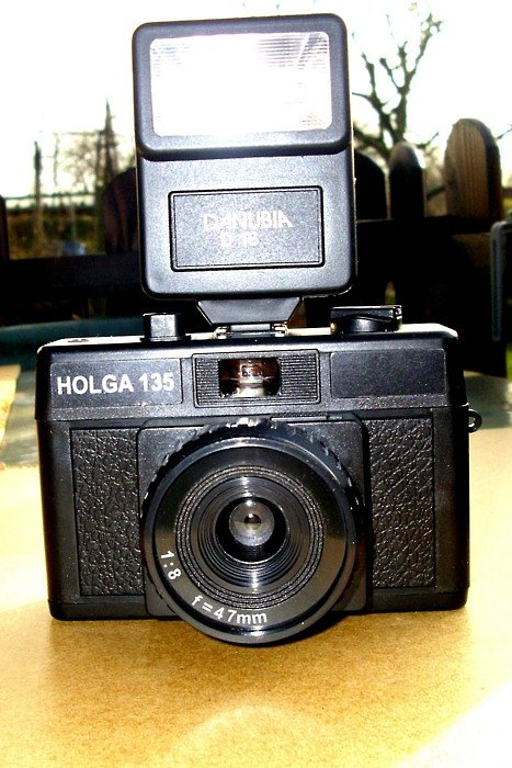 Holga 135: A Camera Producing Stuttering Images