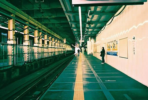 東京・下北沢駅: Away from the Frenzy