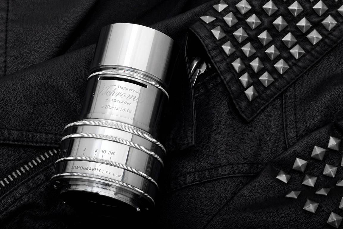 Silver is the New Black : Lomography présente le Achromat 2.9/64 Art Lens en Laiton Chromé