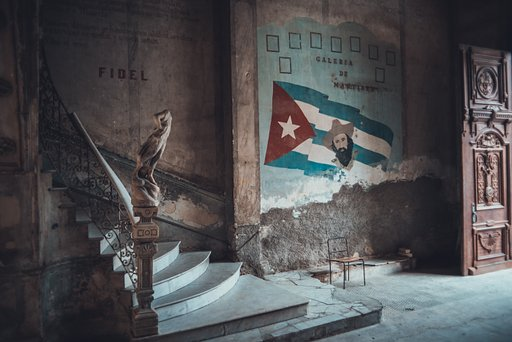 Strolling Around Cuba: Cinematic Snapshots by Stijn Hoekstra