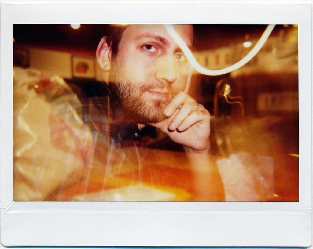 Lomo'Instant Wide: Display-Ready Portraits