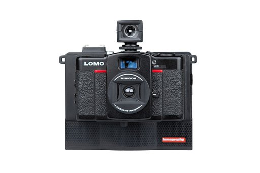 Capture the signature Ultra-Wide-Angle Lomo LC-Wide look Instantly