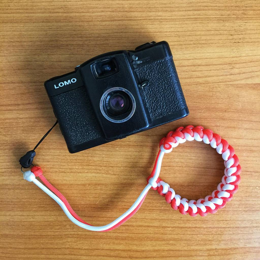 Lomography Tutorials: Adjustable Jawbone Camera Strap