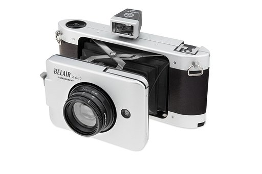Take photos in 3 different formats with the sleek limited edition Belair X 6-12 Trailblazer!