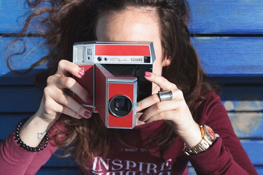 Pick Up your Lomo'Instant Square Today!