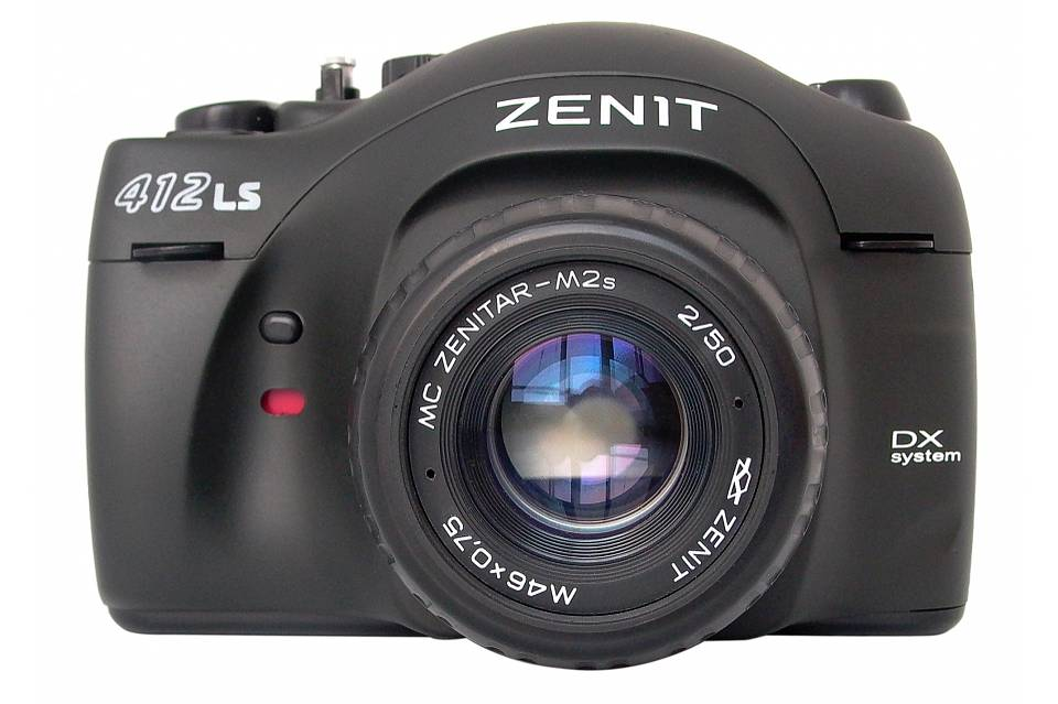 Zenit 412LS - A Review of a Smart Sultry Russian SLR
