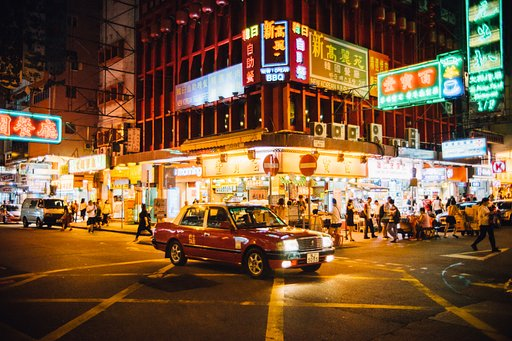 Street Scenes with Sunny Liu and the Lomogon 2.5/32 Art Lens