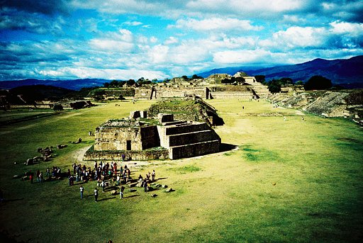 Lomographers Around the World. Oaxaca with Makny