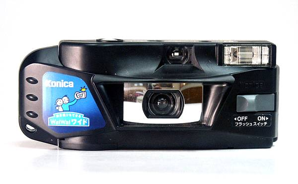 Konica WaiWai : Super Wide Disposable Camera