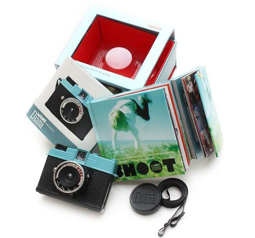 Lomography Introduces the Diana Mini: Half-Frame & Square Format on 35mm! It's a first!