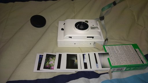 An Easy Way to Store Instant Pictures